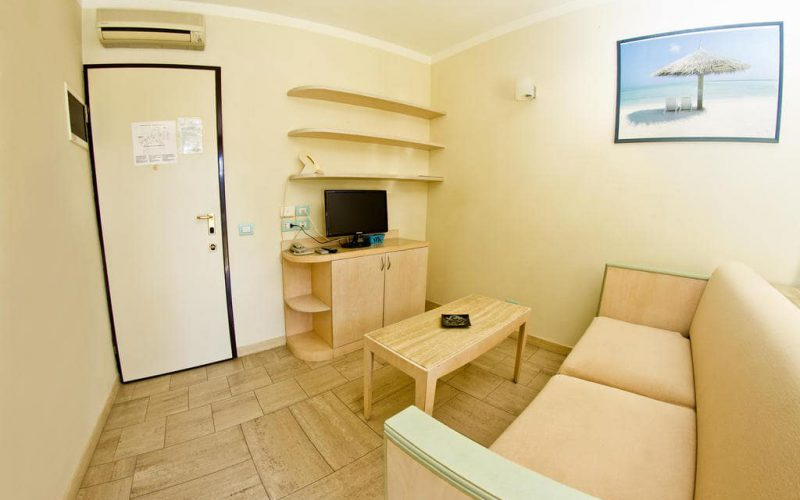 Two-roomed apartment for 2/4 people facing the swimming pool